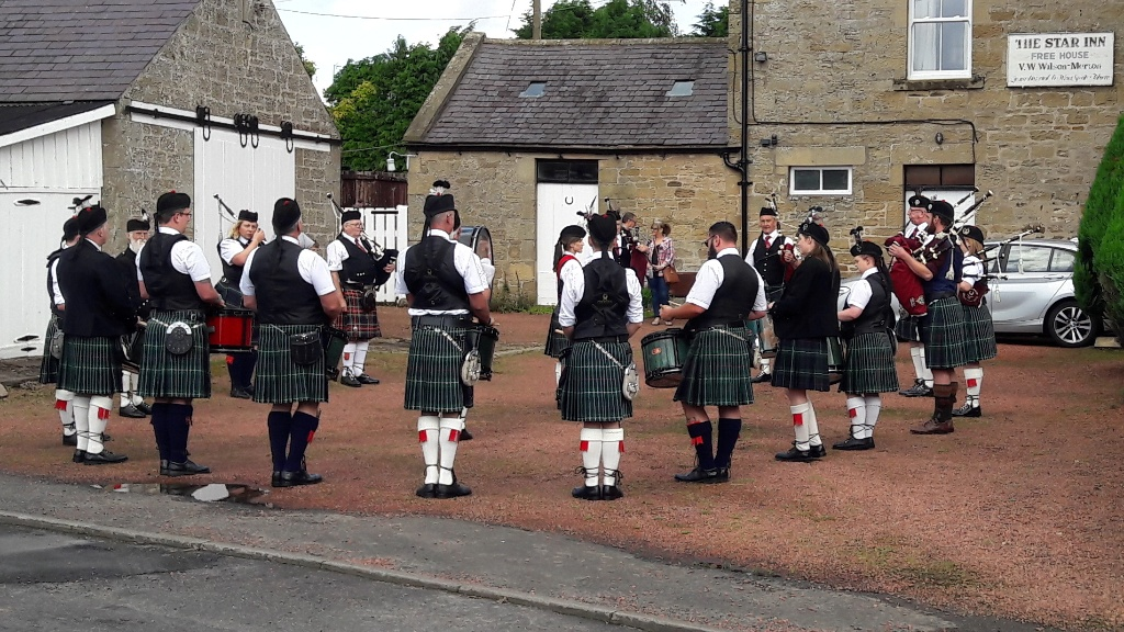 <b>Rothbury Highland Pipe Band in Netherton